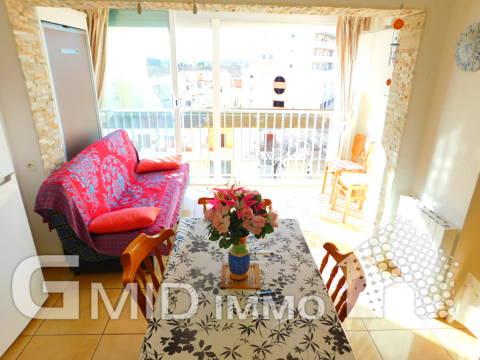 Se vende renovado apartamento 1 habitacion en primera linea del mar Empuriabrava