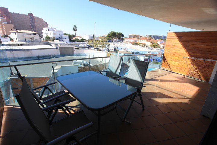 Piso con vistas al canal y piscina en Santa Margarita, Roses, Costa Brava