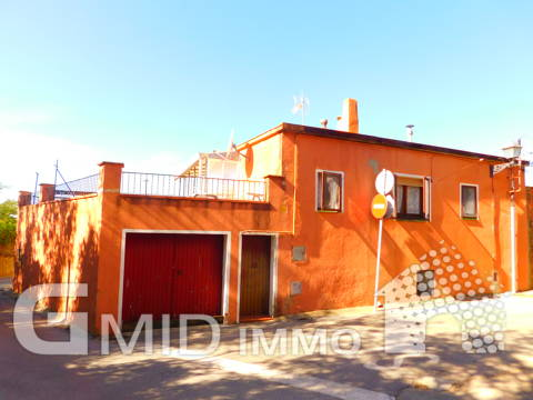 En vente maison à réformer avec garage et jardin à Palau Saverdera, Costa Brava