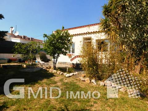 House on ground floor, renovated and with garage in Roses Costa Brava
