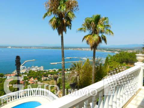 Casa de lujo con piscina privada y apartamento independiente en Puig Rom, Roses