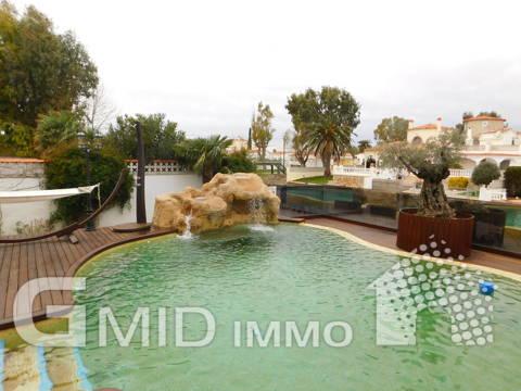 Zu verkaufen modernes Haus mit Liegeplatz, Pool, Garage in Empuriabrava, Costa Brava