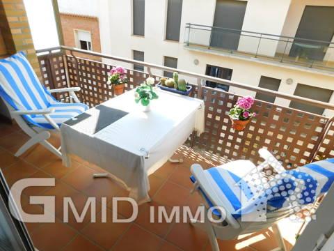 A vendre magnifique appartement 3 chambres, parking dans le centre de Roses