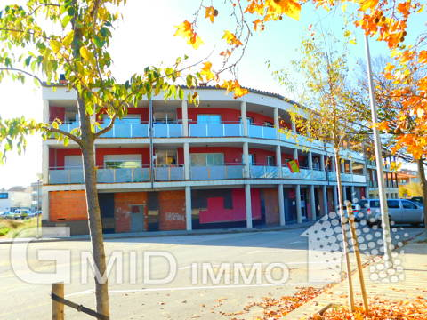 En venta apartamento con gran terraza y parking centro Roses, Costa Brava