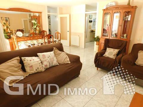 Venta amplio apartamento 3 habitaciones en centro de Roses, Costa Brava