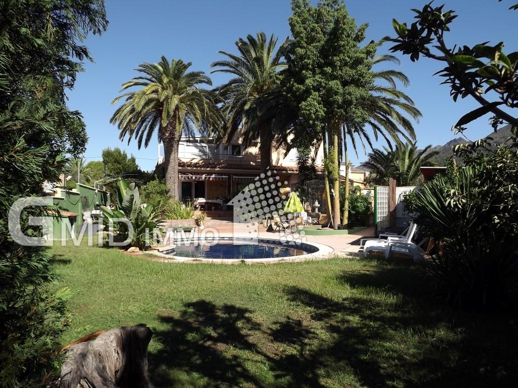 Maison 5 chambres entièrement rénovée, piscine, garage à Roses, Mas Bosca