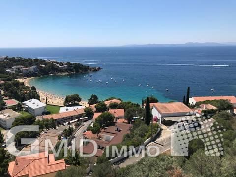 En venta hermosa villa con vista al mar con 2 dormitorios en Almadrava, Roses