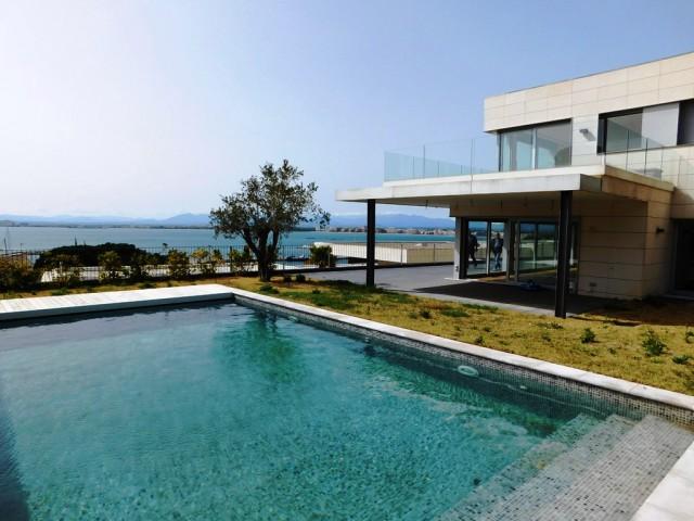 Spectacular villa with sea views in Roses, Costa Brava