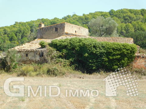 En venta casa rustica con gran terreno situada en Pals, Costa Brava