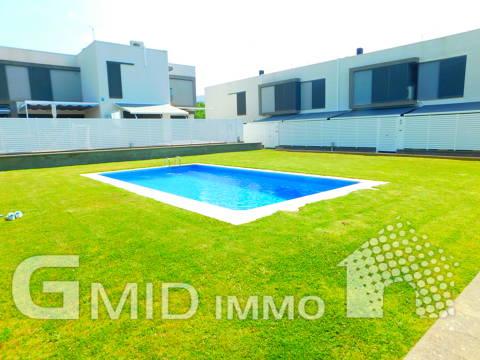 Excelente casa en Roses Centro, zona residencial, con terraza, piscina y garaje