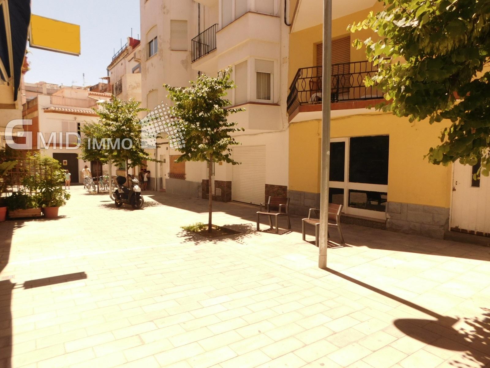 Apartamento de 2 dormitorios en una calle peatonal, cerca de tiendas y 200 metros de la playa de Roses