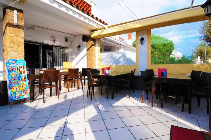 Se traspasa local bar-restaurante en Empuriabrava