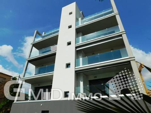 Zu verkaufen moderne Wohnung mit Parkplatz und Pool in Santa Margarita, Roses