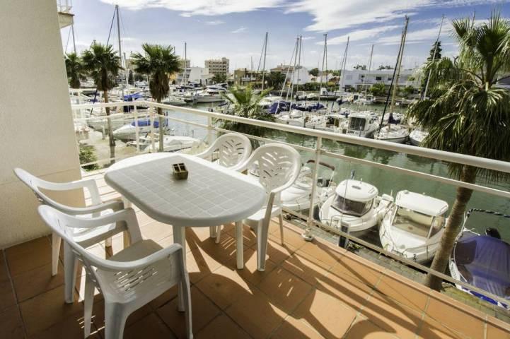 Apartamento de 2 dormitorios con vistas al canal en Santa Margarita, Roses