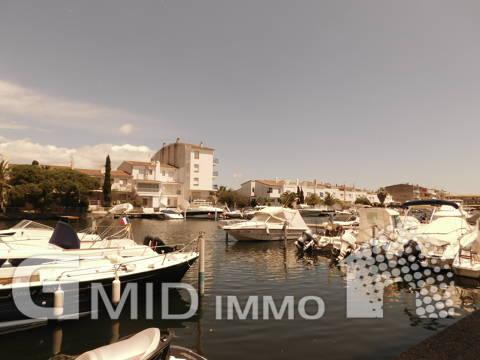 Se vende apartamento de 2 dormitorios y parking privado a 900 m de la playa en Empuriabrava