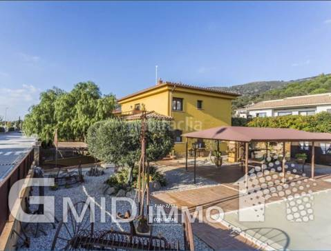 Annual rental beautiful high standing house Palau Saverdera, 5 minutes from the bay of Rosas