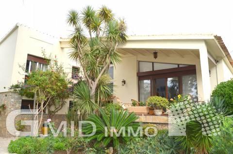 Hermosa villa de 4 dormitorios frente al canal principal en Empuriabrava