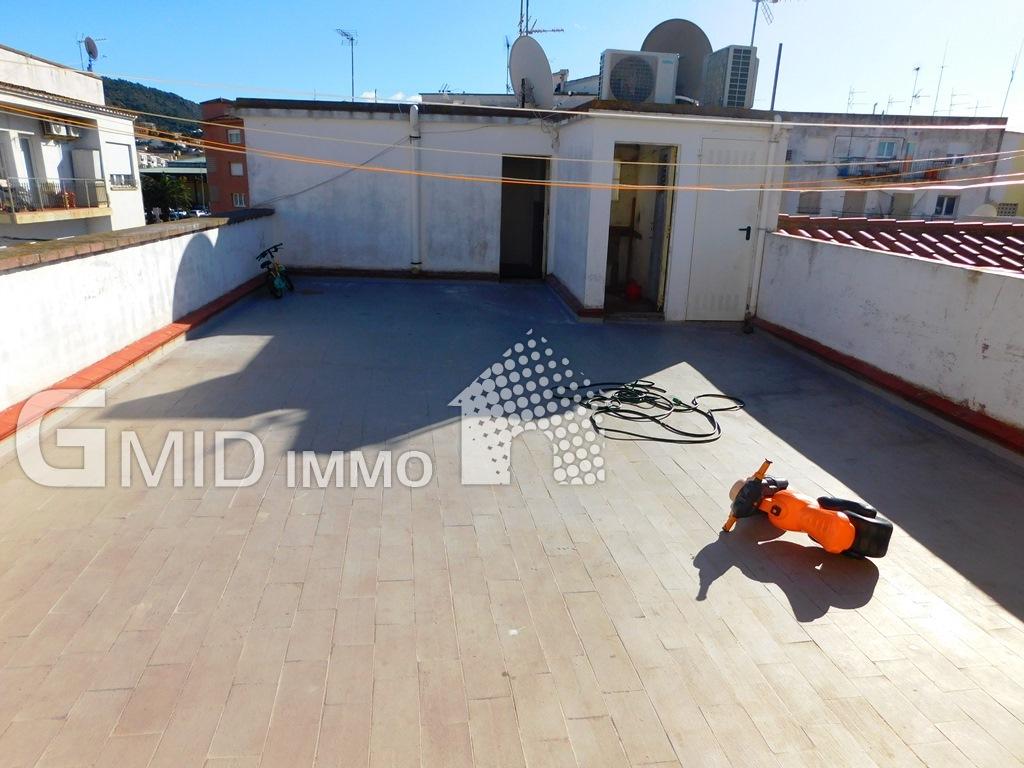 Apartamento para renovar 2 dormitorios en el centro de Roses a 400 m de la playa