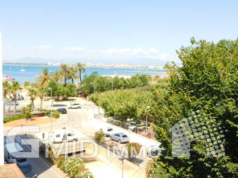 Atico de 3 dormitorios, vistas al mar a 200 metros de la playa en Roses