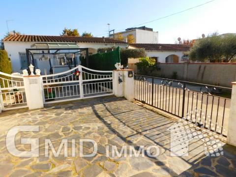 En venta casa planta baja de 4 dormitorios en Mas Busca, Roses