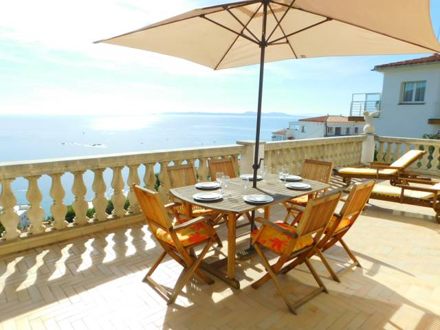Casa de 2 plantas con vistas magnificas al mar en Canyelles, Roses, Costa Brava
