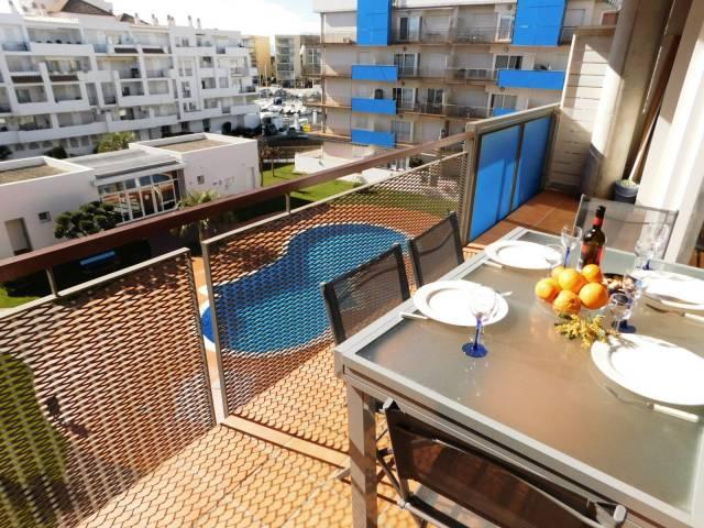 Apartamento turístico con 2 habitaciones, piscina y parking en Santa Margarita, Roses