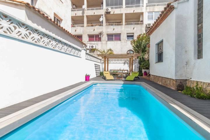 Casa individual de 2 habitaciones con piscina y garaje en sector San Maurici Empuriabrava