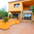 Moderna casa con piscina y garaje en Palau Saverdera
